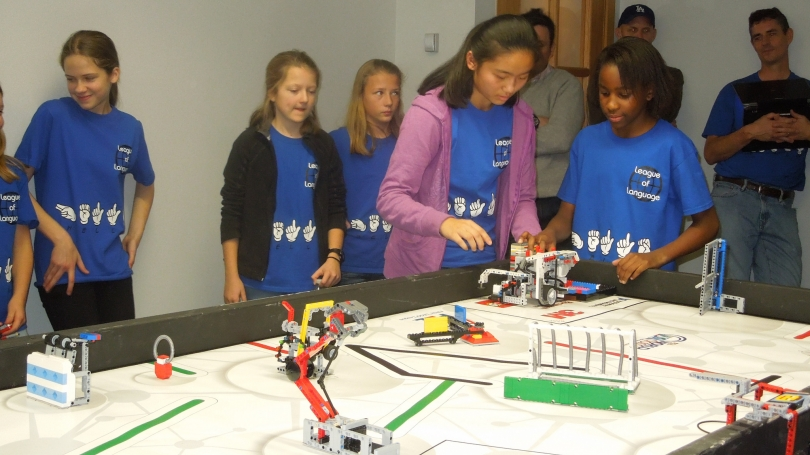 Kids play with legos during LEGO LEAGUE